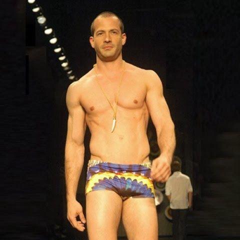 Malvino Salvador em fotos gay