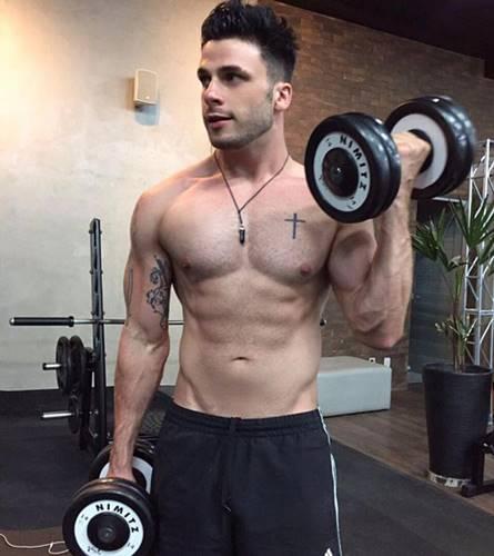 Rodrigo Marim de pau duro em fotos gay