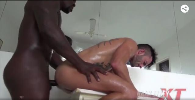 Gay passiva sentando pra valer na vara