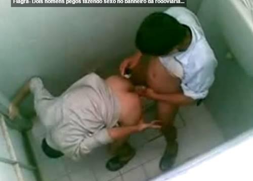 Homens fudendo no banheiro da rodoviaria