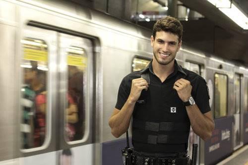 Guilherme Leão o segurança gato do metrô tocando punheta em vídeo amador