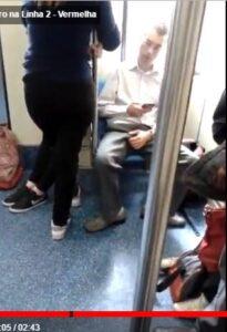 Homem de pau duro no metro de SP
