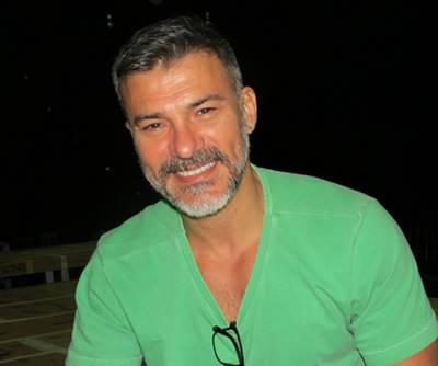 Leonardo Vieira pelado no filme Crônicamente Inviável