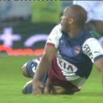 Jogador Thomas Touré mostra o pênis durante jogo