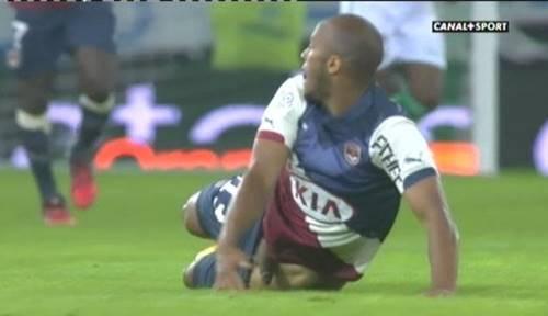 Jogador Thomas Touré deixa o pau escapar do calção e exibe tudo ao vivo pela TV