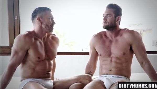Sexo gostoso com machos sarados do redtube gay