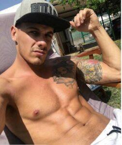 Ator pornô Chris Diamond mostrando sua piroca grande e grossa em fotos pelado