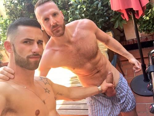 Seleção de fotos de homens bem dotados exibindo seus cacetes pelados