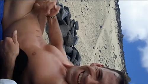 Coroa safadinho exibindo o pau em video do soloboys
