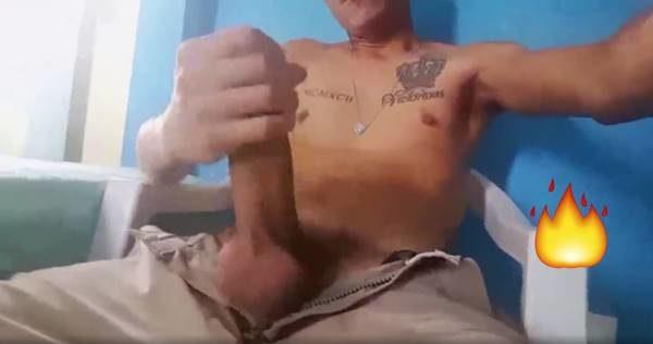 GP Cafuçu roludo exibindo seu dote enorme em vídeo amador