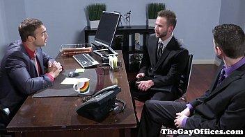 Orgia gay de empresários ricos no escritório