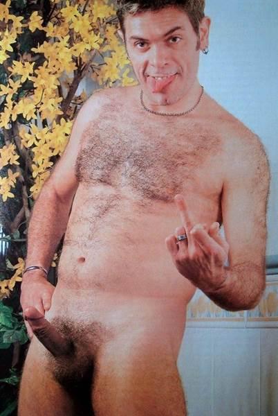 Cantor Roger pelado em fotos em famosos pelado