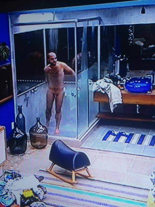 As Fotos do Mahmoud Pelado no banho - BBB18
