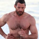 Fotos do Wolverine pelado na praia vazam