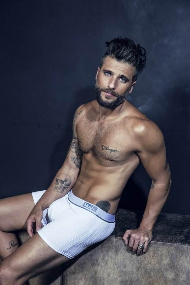 Bruno Gagliasso pelado para revista