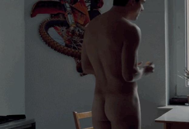 Wagner Moura pelado no filme Nacional - famosos nus