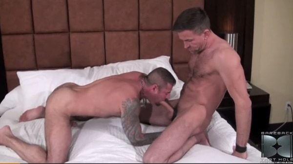 Homens pelado e dotados em vídeo - Sexo Gay