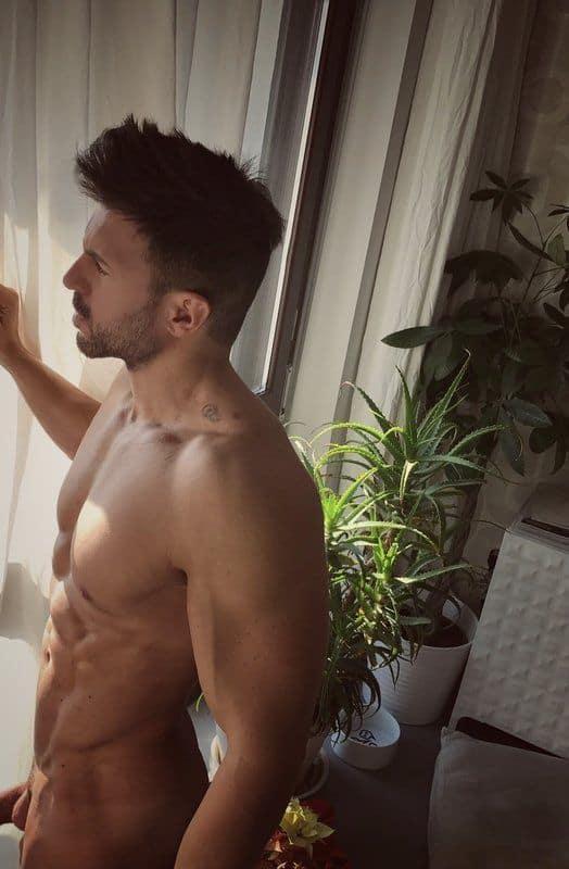 Nudes do cantor gay roludão Francescorome - Homens nu