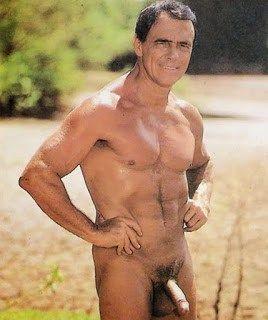 Ator David Cardoso pelado em filme – Homens nu