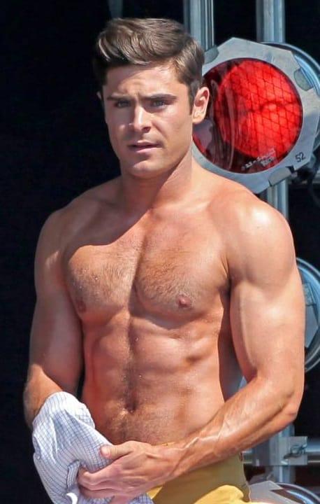 Zac Efron pelado em fotos de homens nus - Famosos
