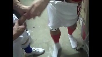 Foda com o amigo depois do jogo de futebol