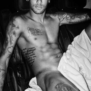 Rola de Neymar marcando na calça - Famosos