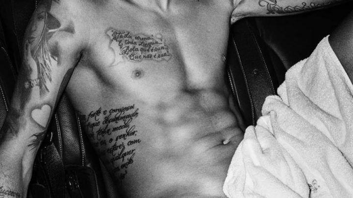 Rola de Neymar marcando na calça – Famosos