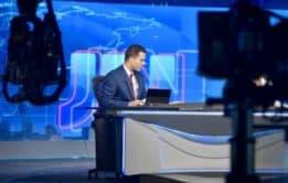 Jornalista Philipe Lemos sem camisa