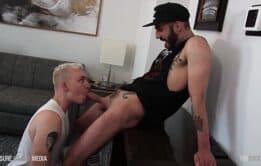 Barbudo gostoso sendo chupado - Homens pelados