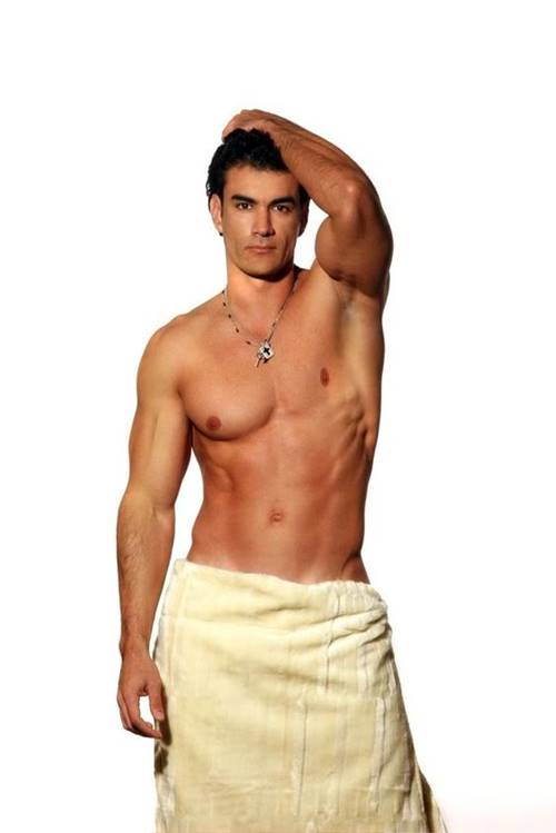 david-zepeda-so-de-toalha-pelado