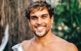 Ator Felipe Roque posta nudes na redes
