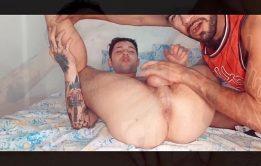 Tatuador dotado fudendo gay passiva