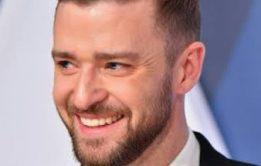 Justin Timberlake marcando a pica na calça