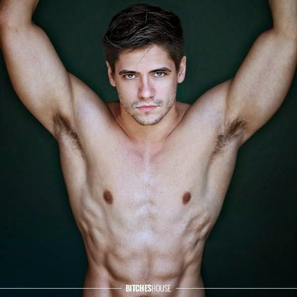 Andrio Frazon sem camisa