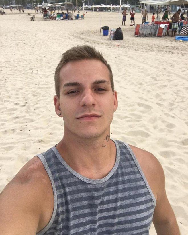 Caio tabellini na praia