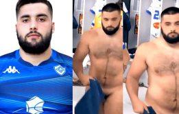 Vídeo: Jogador ursão flagrado pelado no vestiário - Famosos nus