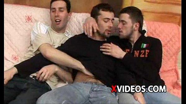 Rapazes-gostosos-fazendo-orgia-deliciosa