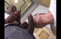 Empresário negão ganhando boquete do safado puto boqueteiro