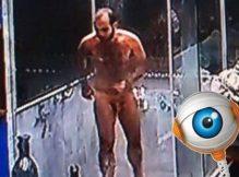 Mahmoud do BBB 18 toma banho pelado e mostra bundão irresistível