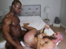 Putaria com gay gostoso dando a bunda gostosa