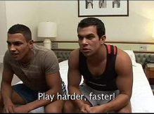 Gays safados fazendo putaria enquanto jogam video game