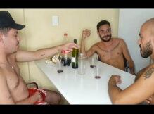 Cu de gay bêbado não tem dono, ménage com amigos e dupla penetração