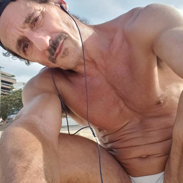 foto-sensual-do-ator-tuca-andrada-pelado-famosos-nus1