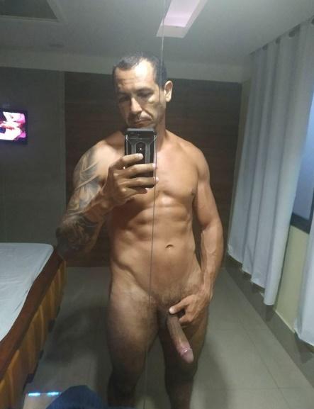 nudes-de-policial-pelado